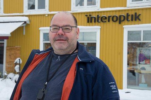 MANGFOLD: Axel Sjøberg er noe så uvanlig som en pistolskytende buddhist og SV-er som mener Norge burde vært med i EU.