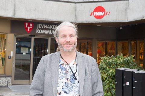 KLAR FOR VALG: Bård Brørby (SV) smiler til tross for tilbakegang på en fersk meningsmåling. Han tror likevel SV vil gjøre et godt valg.