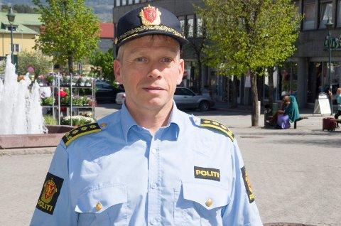 VIL STOPPE STØY: Politistasjonssjef Kjell Magne Tvenge oppfordrer folk til å gi hverandre nattero.