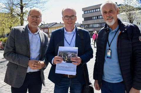 LEGGER FRAM RAPPORT: Jan Erik Gjerdbakken, Steinar Aasnæss og Dag Engen tar imot på frokostmøte tirsdag, der rapporten om Vekstbarometeret legges fram.