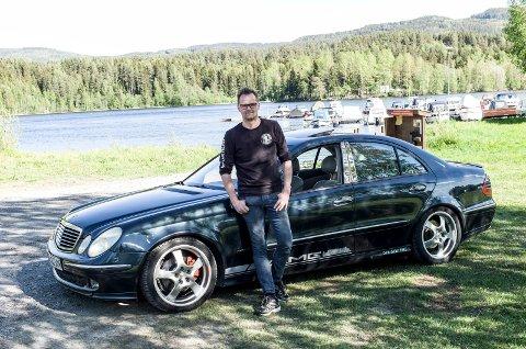 Turbil: Svein Slåtsveen jr og hans Mercedes er ofte på tur når han ikke er i jobbilen.