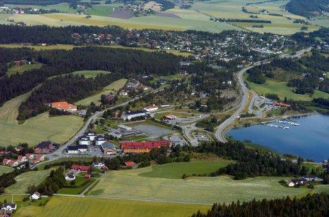 FLYFOTO: Steinsåsen har et flott turterreng. Her som vist i et flyfoto av noe eldre dato.