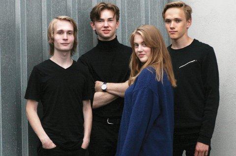 KONSERT: Eli Skotte Hansen med bandet. Håvar Hanssen på gitar og perkusjon, Arne Kristian Skagen på bass og August Saxegaard på piano og perkusjon og som korist.