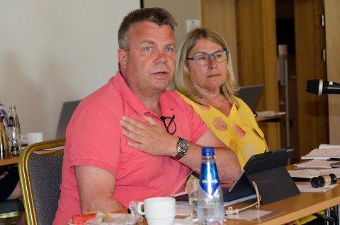 FELLES INITIATIV: Varaordfører Dag E. Henaug (H), her sammen med ordfører Kirsten Orebråten (Ap), har blitt valgt inn i  styret i en fersk organisasjon.