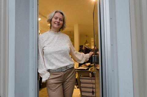 GJØR SUKSESS: Tove Langdalen (53) stortrives med å drive butikken Hos Tove, og hun har lykkes bra. Det er den nest mest lønnsomme frittstående klesbutikken.