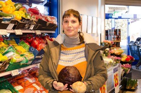 ALTERNATIV TIL KJØTT: Anne-Erita Berta (MDG) ønsker at folk skal få øynene opp for at man kan lage god mat uten kjøtt. Hun ber Ringerike kommune innføre en kjøttfri mandag på kantiner og institiusjoner. Mange er uenig.