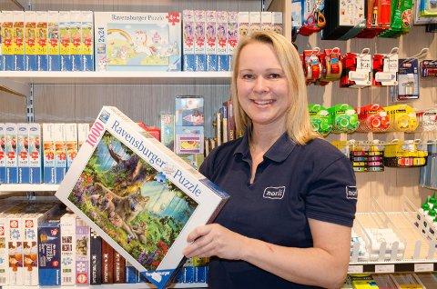 STORE ENDRINGER: Norli i Hønefoss har klart seg godt gjennom både korona og flytting, konstaterer butikksjef Monica Bergsrud.