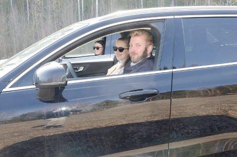 DRIVE IN-KINO: Øyvind Riibe (31), Marlene Børtnes (21) og Andrea Flintegård (21) hadde håpet de kunne ønske velkommen til drive in-kino, fredag, lørdag og søndag. Nå er de skuffet.