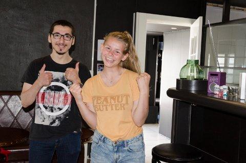 Adam Chechener og Andrine Desirè Olavsen er strålende fornøyd med at Ungdomsplassen nå er berget.