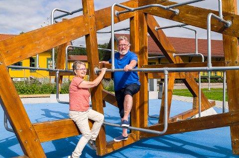 MER MORO: Hanneke Molenaar og Ole Martin Kristian i Modum Venstre ser for seg mer lek og moro – uten utbygging av boligblokker – nord for Pollen i Vikersund.