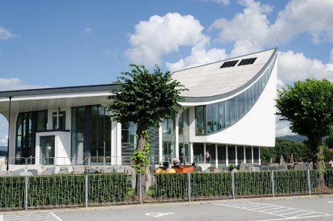 DEN NYE KIRKEN: Hønefoss kirke har en karakteristisk profil. Det lokale kirkemiljøet vil gjerne at kirken beholder sitt visuelle inntrykk.