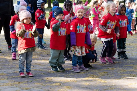 FLINKE: Barna var ivirge og hadde lært seg både sangene og dansene til Bjørnis.