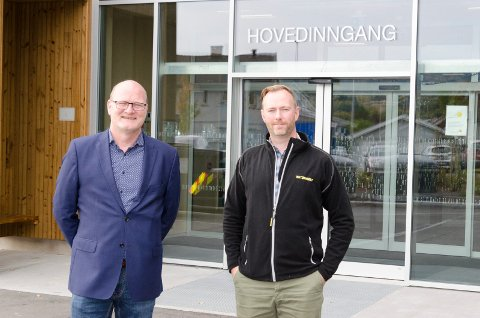 NORGES FINESTE: Philip van de Velde og Magnus Dæhli synes Ullerål skole er blitt Norges fineste skole.