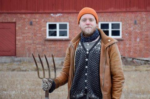 VESTERN: Johan Wollin er bosatt med samboer i Åsa, men andelslandbruket skal drives på Vestern gård.
