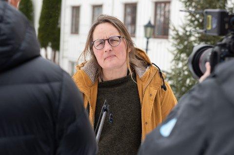 GULT I RINGERIKE: Kommuneoverlege i Ringerike kommune, Karin Møller, og resten av beredskapsledelsen fastslår at det ikke er rødt nivå på skolene i Ringerike.