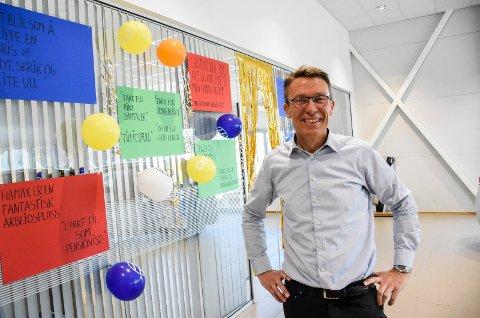 SATT PRIS PÅ: Erik Heiberg ble møtt med festpyntet kontor og plakater med sitater fra Hamax-minneboka på sin siste arbeidsdag som daglig leder.