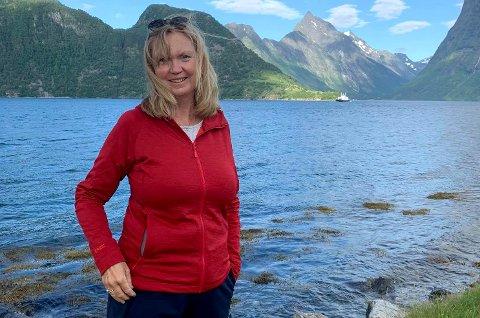 FIKK JOBBEN: Mona Strøm Arnøy begynner snart som direktør for marked og kommunikasjon i Kartverket. Her fra Sæbø i Møre og Romsdal.
