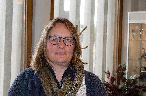 VÆR FORSIKTIG: Kommuneoverlege Karin Møller ber oss om å fortsette å være nøye med avstand og personlig hygiene. Hun ber oss også begrense antall nærkontakter.