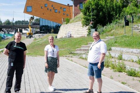 MER BRUK: De ønsker å legge enda bedre til rette for bruk av Glatved slik at flere oppsøker området. Arne Andersen, prosjektleder, Kristine Sørsdal Fodnæss og Jostein Nybråten fra Ringerike kommune.