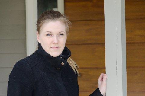 SKUFFET: Marit Helene Johannessen (30) synes hun har blitt behandlet nedlatende av flere ansatte i Ringerike kommune.  Og mener hun ikke alltid har fått den hjelpen hun burde få.