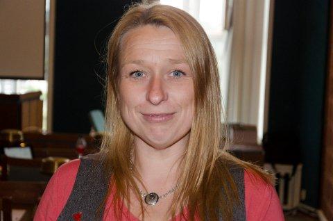NEI TIL PLAST: MDG-politiker Hilde Marie Steinhovden sier nei til plast i dekket på en lekeplass på Søndre torg. Derfor ba hun om en utsettelse i saken for å vurdere andre materialer.