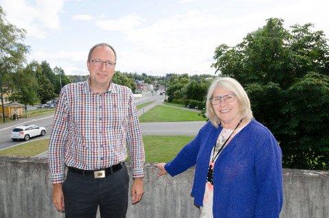 VIL VENTE: Ståle Skjønhaug og Kirsten Orebråten vil vente til høringsrunden er ferdig før de vil konkludere med hva de mener om høyhus.