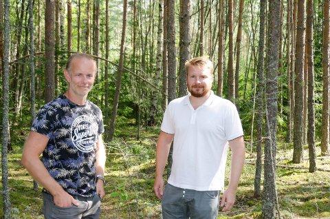 FRILUFTSLIV: Mons-Ivar Mjelde og Håkon Ohren vil at folk fortsatt skal få bruke friluftsområdene på Eggemoen. De ønsker seg et statlig oppkjøp av området, og mener det best vil ivareta allmennhetens interesse.