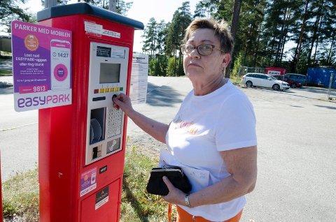 FIKK BOT: Liv Astrid Johansen fikk bot selv om hun er helt sikker på at hun betalte som hun skulle for parkeringen ved Ringerike sykehus. Betalingen skal ikke være registrert.