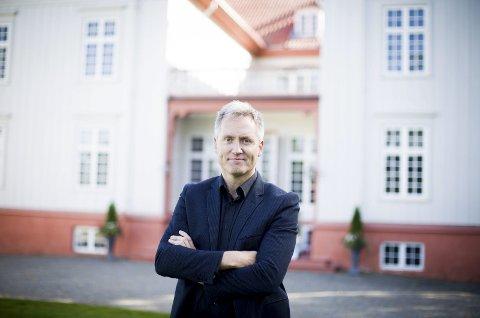 På plass: I går var den nye direktøren for Eidsvoll 1814 på plass. Bård Frydenlund gleder seg til å ta fatt. Foto: Lisbeth Andresen