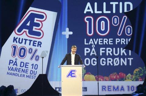 Rema samler alle de 550 kjøpmennene sine til møte på Gardermoen 4. januar. Kundeprogrammet Æ ble presentert av konserndirektør for strategi og innkjøp, Lars Kristian Lindberg. Foto: NTB scanpix