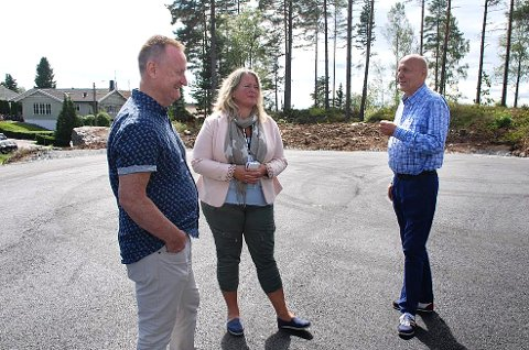 ÅPNET: Prosjektleder Svein Olsen (t.h.), ordfører Grete Sjøli og rådmann Johnny Pedersen.