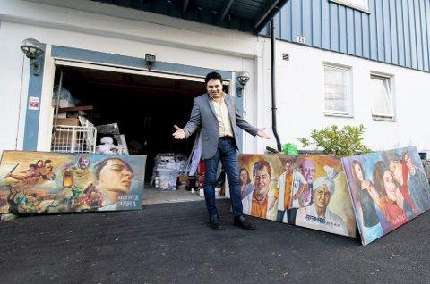 Litt bollywood i garasjen: Nasrullah Qureshi har arrangert Bollywood-festival i Lørenskog i 17 år. Mellom hver festival lagres mange av rekvisittene i garasjen. ALLE FOTO: VIDAR SANDNES