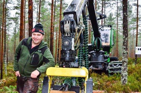 INVESTERER: Det er gulltider for skogbruket. Jan Birger Holth har 18 ansatte, og er for tiden i gang med å oppgradere maskinparken.
