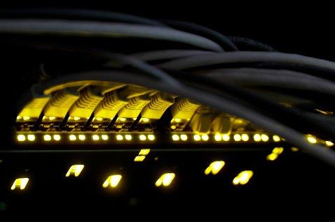 FIBER TIL FOLKET: Åtte av 10 norske husstander har nå tilgang til bredbånd med høy hastighet.