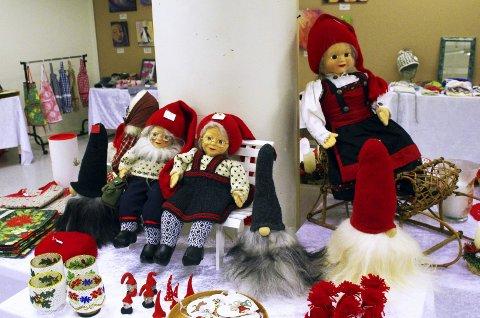 JULEMARKED: Hernestangen Kulturmarked holder sitt julemarked i Røyken senter. De nøyer seg ikke med en dag, men holder åpent seks dager i uken fram til 20. desember. BEGGE FOTO: PER D. ZARING