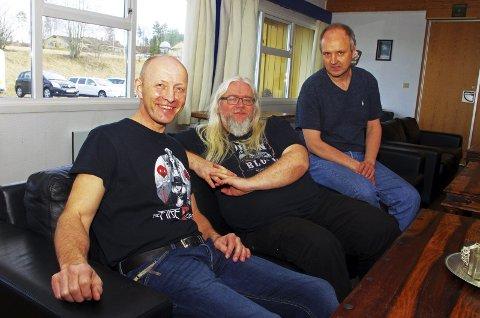 UNIKT SAMARBEIDSPROSJEKT: Musiker, komponist og tekstforfatter Clive Nolan flankert av Ingar Diskerud fra Eidsberg og Morten L. Clason fra Hurum. BEGGE FOTO: PER D. ZARING