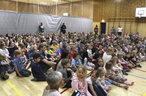 JUBLET: Frydenlund-elevene jublet høyt da de fikk vite at de hadde vunnet 50.000 kroner.