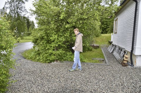FORTAU:  Kommunen ville tvangsinnløse deler av eiendommen til Ole Østbakken og bygge fortau inntil en meter fra husveggen hans.