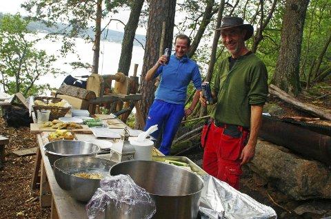 Grillfest på Håøya: Familien Haugen og deres mange hjelpere avrundet sesongen på Håøya Naturverksted med å invitere alle interesserte til grillfest. FOTO: PER D. ZARING