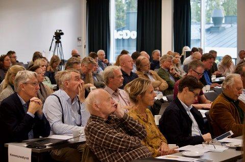 FELLES: Kommunestyrene fra tre kommuner møtes til fellesmøte. Her fra møtet på Vettre hotell i fjor høst.