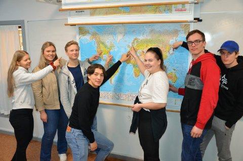 DEMONSTRASJONER: Det streikes over hele verden for miljøet. F.V Liva Risa (17), Kristine Wear (18), Jacob Fridorf (18), Mehdi Husseini(19), Ida Melvold (17), Benjamin Solheim (19) og Andreas Eggan(17)