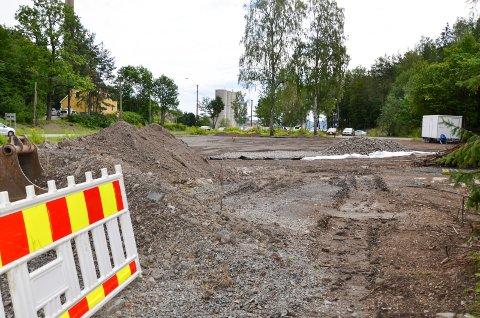 PARKERING: Det planeres ny pendlerparkering i krysset Slemmestadveien - Vaterlandsveien. Det gjenstår noe arbeid.