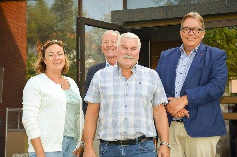 POLITISK BESØK: Ragnhild Hartviksen, Anders Utne og Ivar Granum i Asker arbeiderpartis var på fabrikkbesøk sammen med Sverre Myrli i transport- og kommunikasjonskomiteen på Stortinget.
