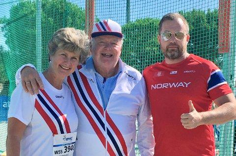 SOLID: Utøver Jorunn Hole, støttespiller Iver Hole og utøver Bjørn Terje Pay.