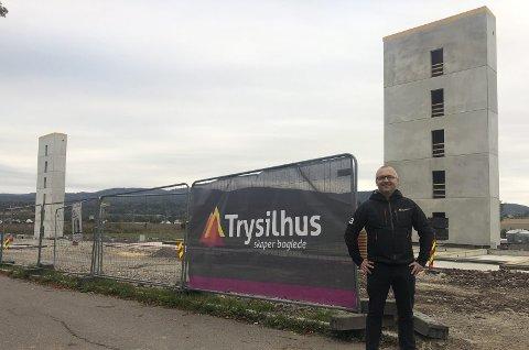 Klare: Prosjektleder for boligprosjektet Bergbakken, Terje Jansson Nyrud, melder om at det blir økt aktivitet på byggeplassen i Bergbakken i uke 41. Pressefoto