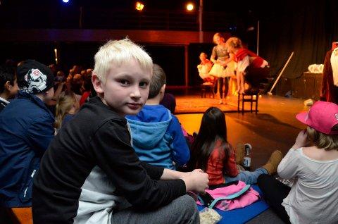 Gave fra saniteten: Magnus Stensrud Grosse (8) var ett av mange barn som storkoste seg på Varden grendehus torsdag kveld.
