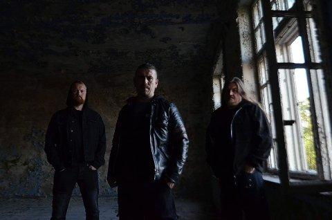 PLATESLIPP: Sandefjordbandet Dimension F3H gir nå ut sitt tredje album. Det markerer metalbandet med konsert i Verdensteateret. (Pressefoto)