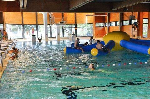 Sandefjord svømmehall er den eneste offentlige svømmehallen som holder åpent i Vestfold i påsken.