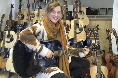 Fan av datteren: 17 år gamle Victoria Narvesen Lid er fan av Lillebjørn Nilsens datter, Siri Nilsen. Lørdag hører du henne i bankettsalen på Park hotell. Foto: Privat