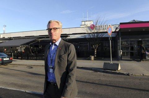 Gisle Skansen, administrende direktør på Torp, tror de kan sette ny passasjerrekord neste år. Og regnskapet i 2016 kan bli veldig godt. Arkivfoto: Per Langevei